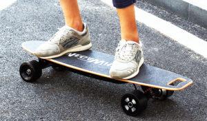 Cómo montar en un monopatín eléctrico o E-Skateboard