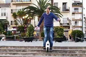 subir y bajar escaleras con monociclo eléctrico
